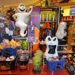 03-wdw-halloween-merch-display